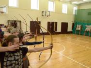 Стрельба из лука в спортивном зале
