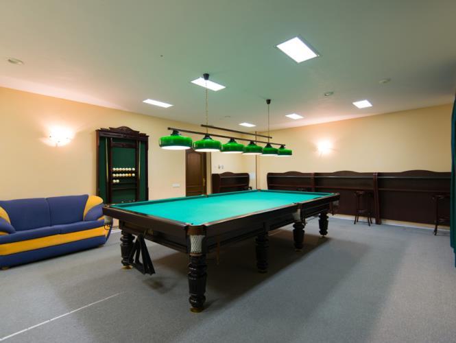 Комната для игры в большой русский бильярд